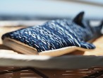 ジンベエザメのバネ口ポーチ(雨絣藍染刺し子)