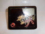 菊、雪輪紋の漆箱 lacquer ware box(chrysanthemum)