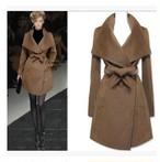 大きな襟がキュート☆ちょっと長めの長袖とベルト付きミニ丈コート
