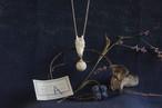 【A】鹿角彫刻の小さい月「月齢・月の子」(鹿頭骨と月のネックレス)