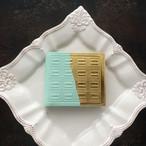 革のミントチョコ・二つ折り財布(金の包み紙)