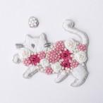 手刺繍シール ししゅール「花まとうネコ WH」 刺繍ステッカー スマホ 花刺繍 猫刺繍 ワッペン