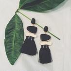Pierce♡ストーン&タッセルドロップピアス ブラックストーン