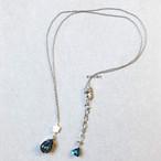 朝の帰路の青のネックレス
