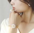 【送料無料】4種類 即納 マーガレット 花 花びら フラワー ピアス ネックレス バングル 指輪 リング ブレスレット パーティ 可愛い 韓国 ゴールドカラー アクセサリー