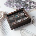 鉱物のミニチュア標本箱_鮮やかな色合い【鉱石の呟き】
