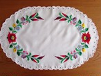 【ハンガリーの伝統刺繍】華やかな色づかいカロチャ刺繍のテーブルマット /ヴィンテージ・ハンガリー