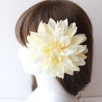 大きい白のダリアの髪飾り