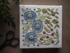 刺しゅうキット「青い花の庭」