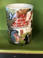 チェコアニメ 絵本 もぐらのクルテク 大きめ マグカップ ハリネズミ お家 東欧雑貨 チェコ製 陶器 クルテク