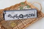 刺繍の三角ペンケース(グレー・黒)