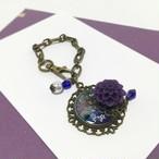 紫のお花のバックチャーム