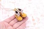 小さな革ブーツのネックレス|マンゴー裏地付