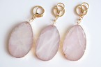 rose quartz slice key holder -gold rim-