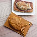 クロワッサンたい焼き風のパスケース(手染め茶色)