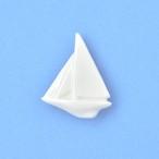 白磁のヨットブローチ