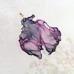 染めオーガンジーのアートピアス|黒紫