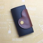 セキュリティカード対応☆ハートで包み込むキーケース (ブラウン×ブラック)