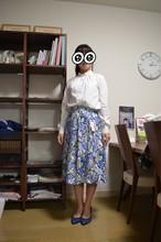 花柄Aライン。パリッとした素材のスカート