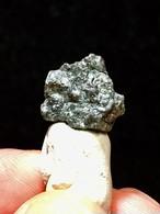 1) ダイヤモンド原石(蛍光)