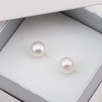 Pearl earrings  / Button