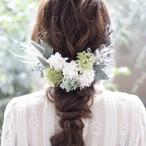リーフもたっぷりのホワイト×グリーンのヘッドドレス ✲ ウェディング ブライダル 結婚式 成人式 卒業式 袴 着物 前撮り 髪飾り ヘアパーツ ドライフラワー ユーカリ フェザーグラス
