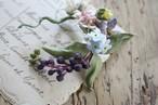 ヨウシュヤマゴボウの布花ブローチ