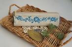 刺繍の三角ペンケース(ブルー)