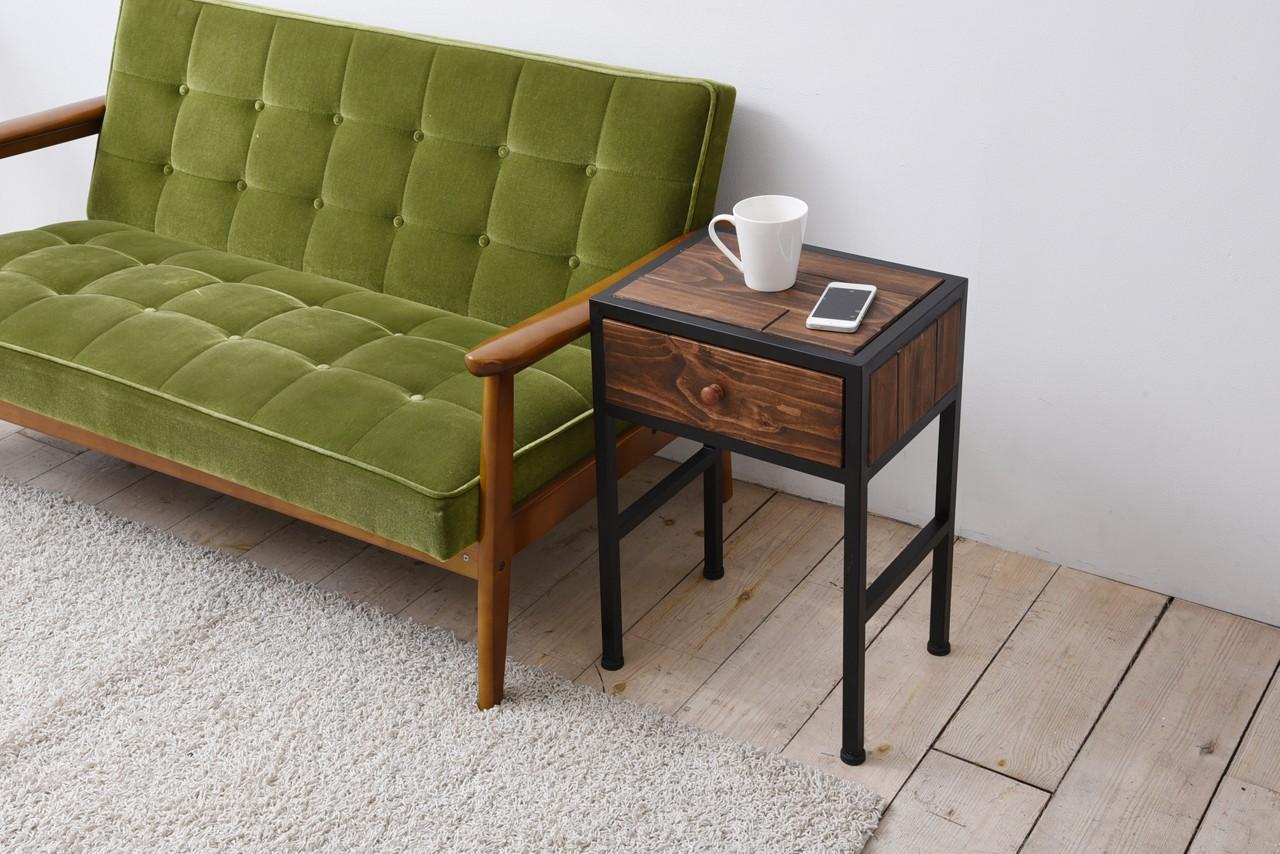 《インダストリアル家具通販》ソファのサイドテーブルとしてインダストリアル サイドテーブル
