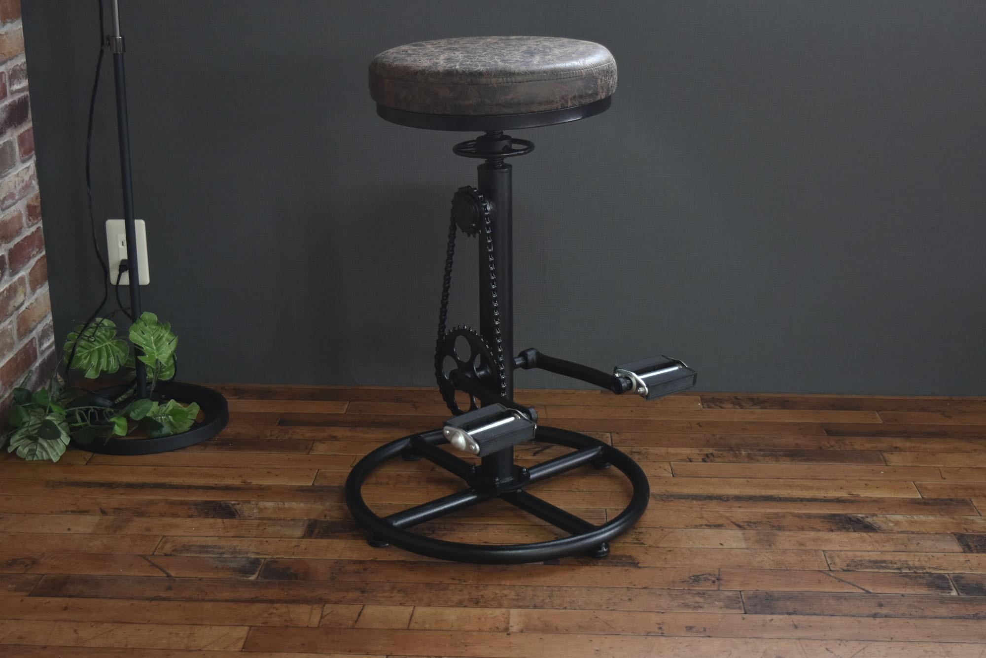 《インダストリアル家具通販》チェーンと足置きペダルが自転車の様な存在感抜群のスモーキー バーチェア