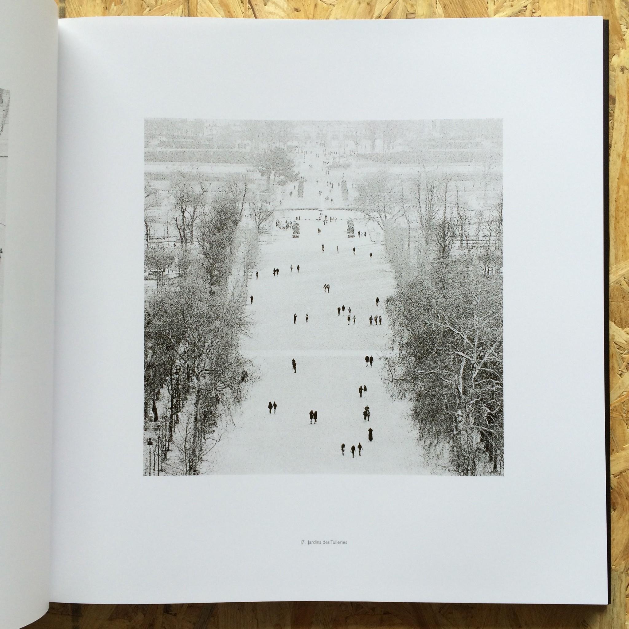 鳥になってパリの街を飛んでみたいと思いませんか?そんな素敵な写真集。