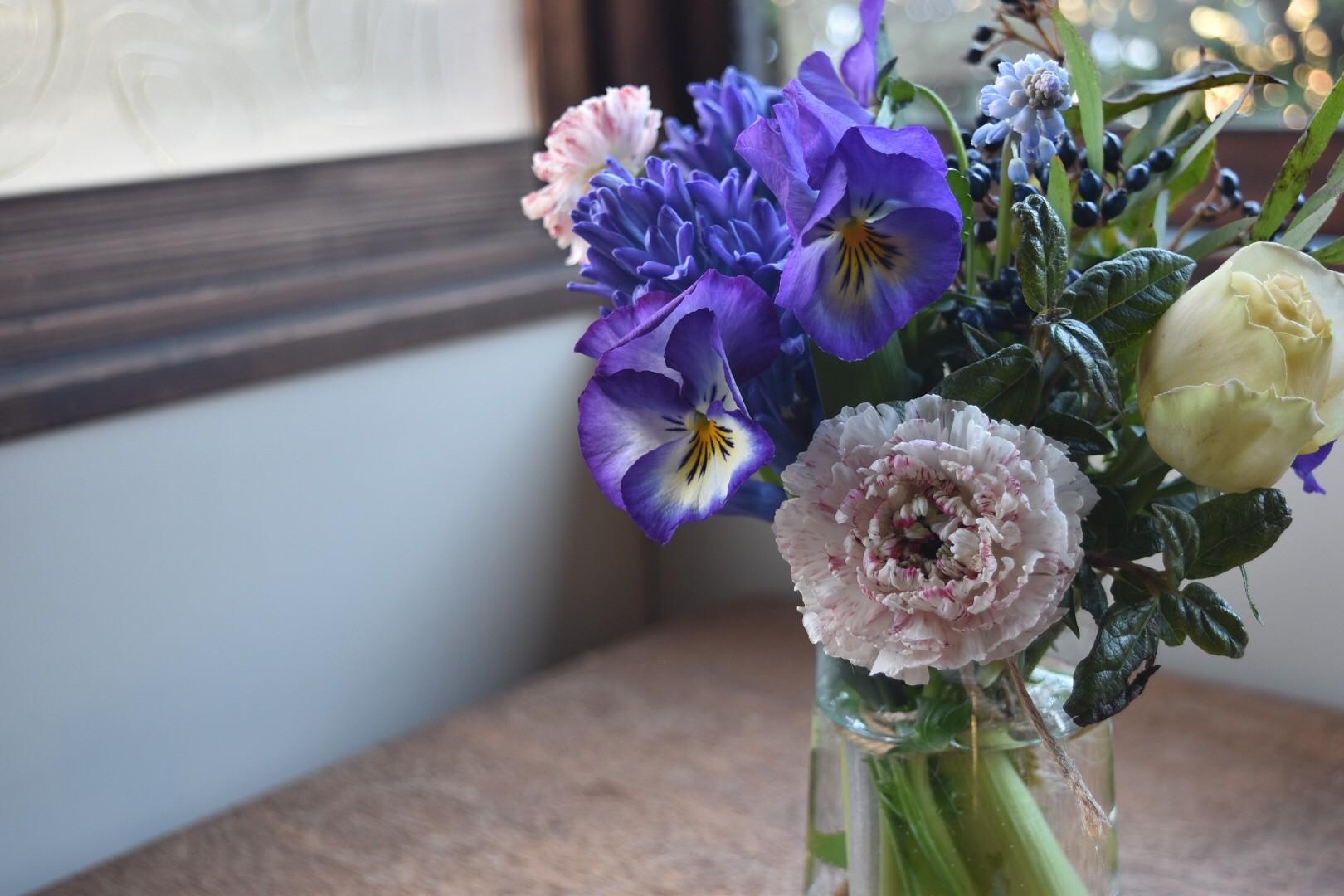 北中植物商店がセレクトする季節の草花を毎月定期的にお届け。