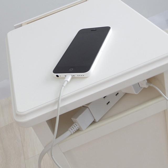 枕元のモバイルの新しい定位置に*サイドテーブル&モバイルステーション