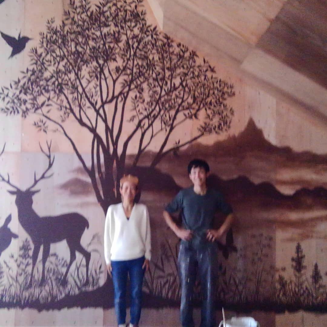 壁画を一部公開。