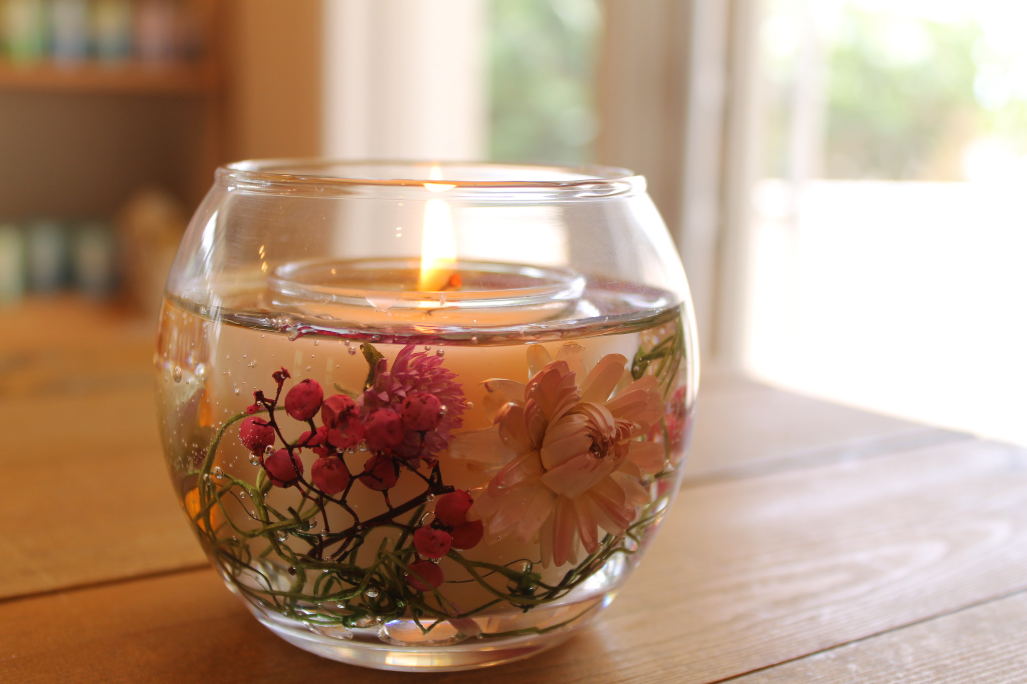 母の日の贈り物に。お花やフルーツを閉じ込めた天然素材のキャンドル