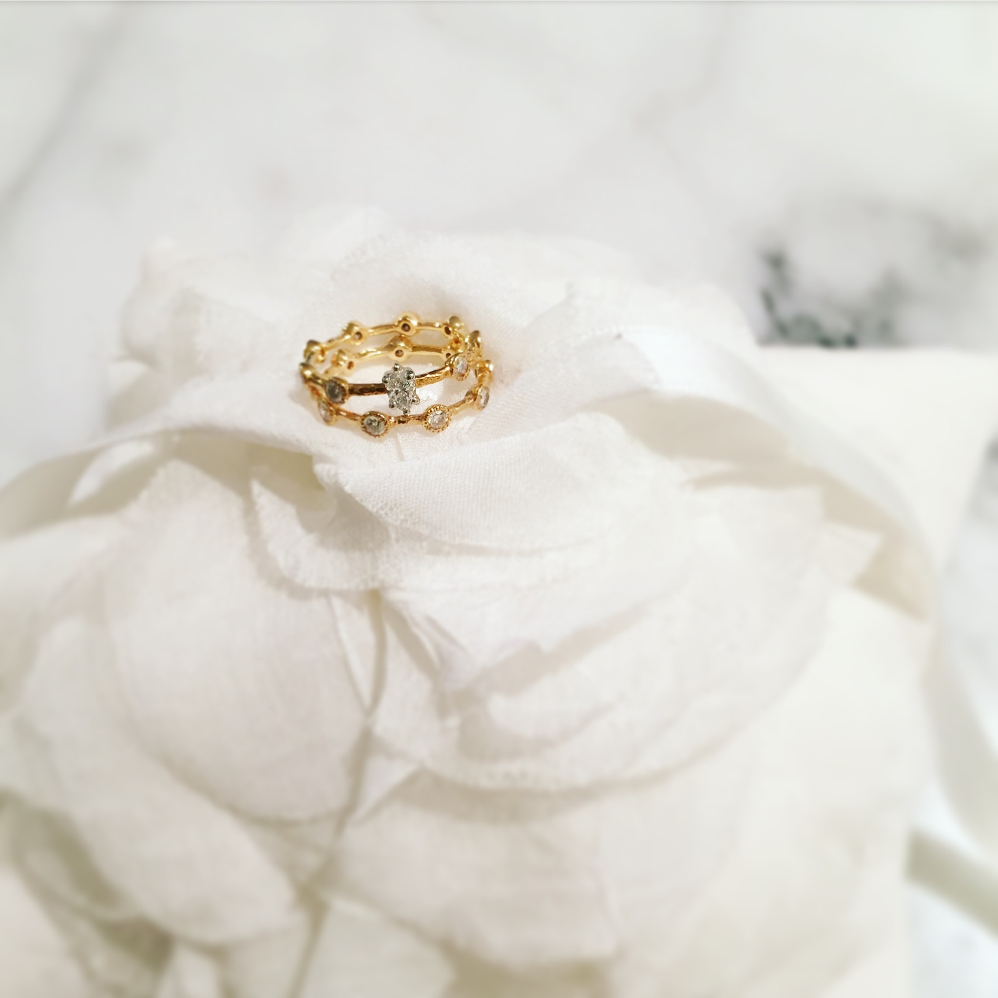 < Engagement and Wedding Rings >