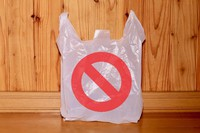 ビニール袋ゴミを減らすためには、販売店の協力も必要だと感じた