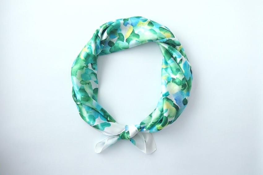 クリスマスプレゼントに。色鮮やかなスカーフはいかがですか。