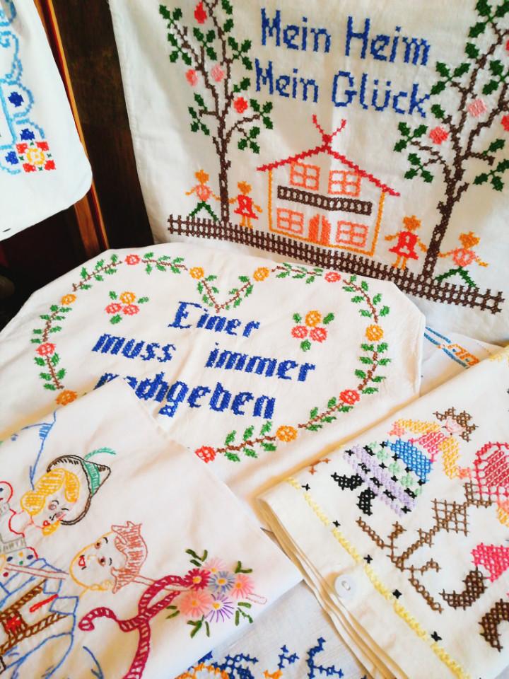 布もの色々20数点、ドイツから届きたてのお品物です。