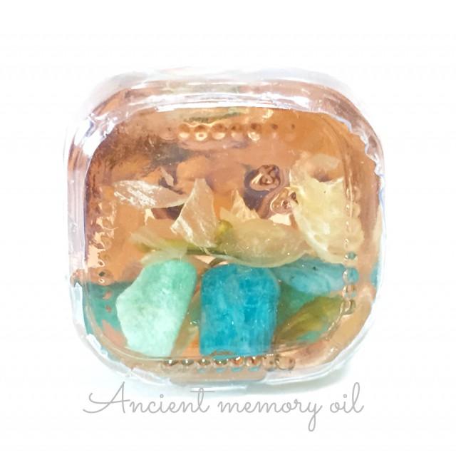 メモリーオイルは瓶の底にも素晴らしい世界が広がっています!