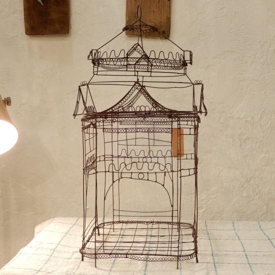 ワイヤーで作られたお城のオブジェ。熊本城? Lサイズ