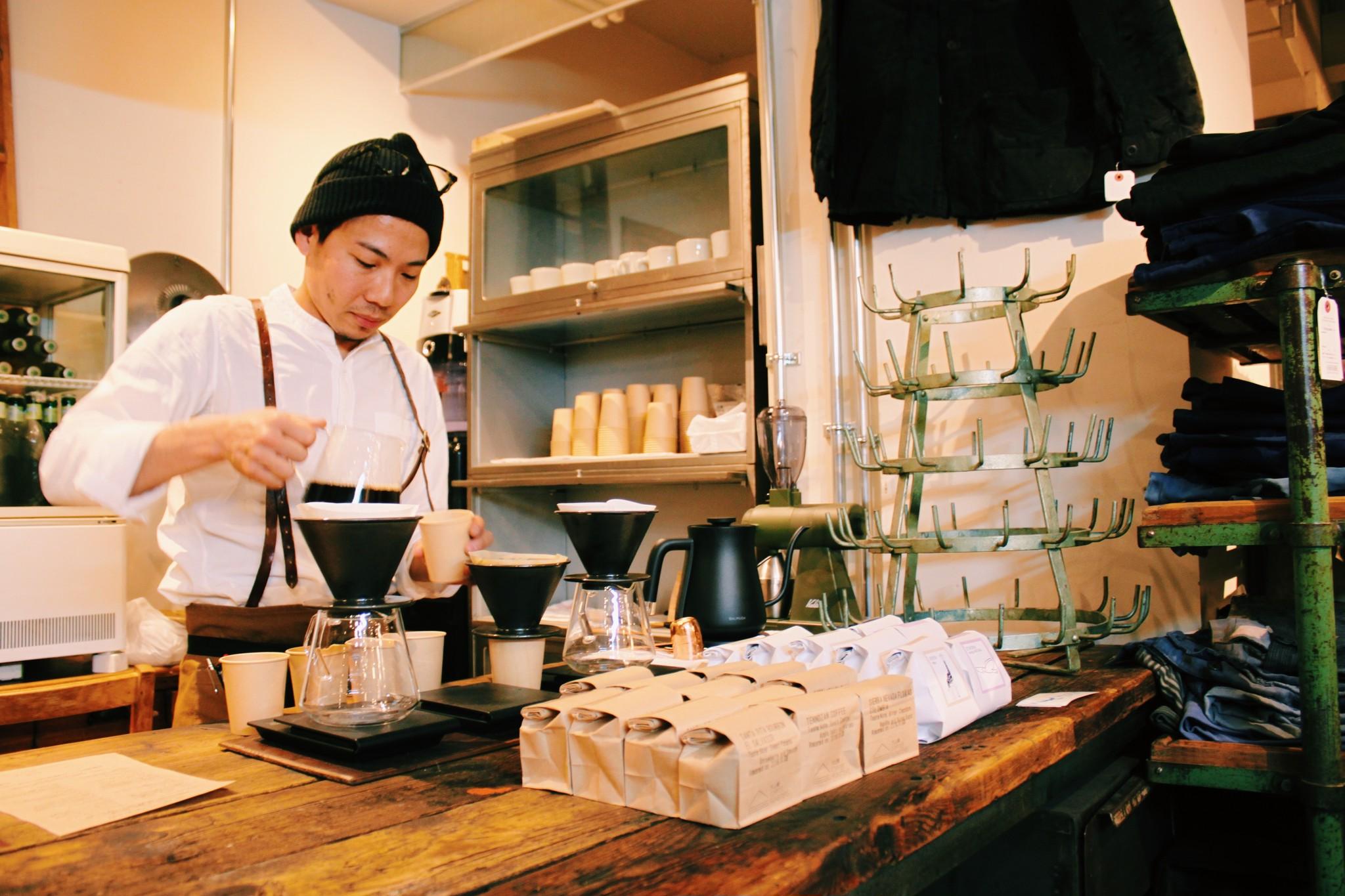リニューアルオープンした『mumokuteki』でコーヒー豆の試飲&購入をしていただけます。