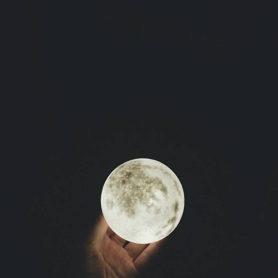 お部屋に浮かぶ月に癒される Luna lump ルナランプ