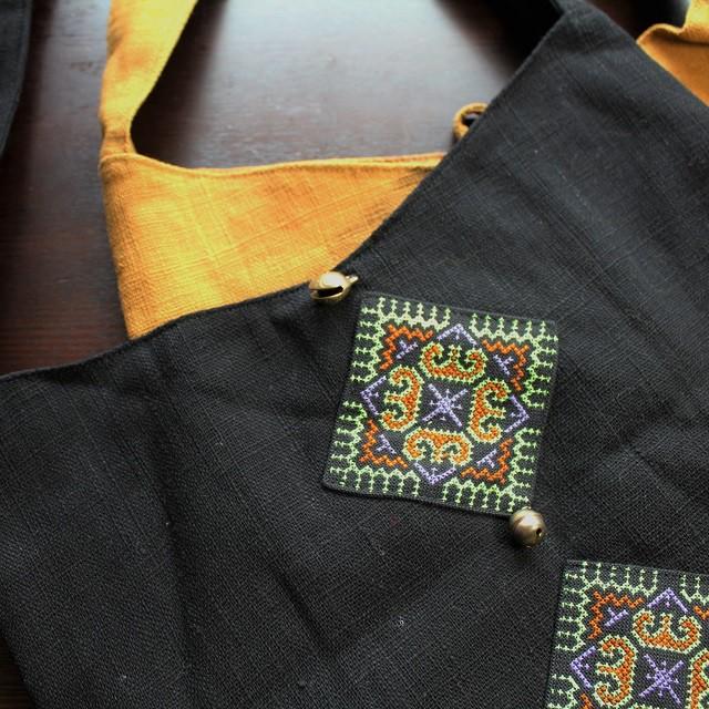 お出かけシーズン到来!モン族の手刺繍バッグでお出かけをより楽に楽しく!