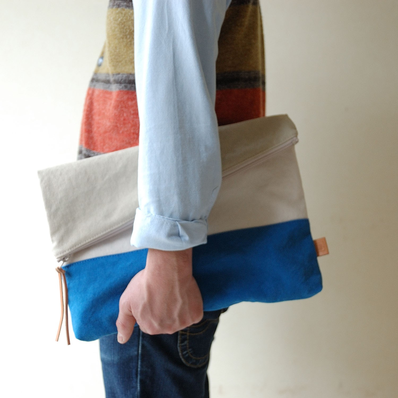 ユニセックスで使えるA4サイズの倉敷帆布二つ折りクラッチバッグ