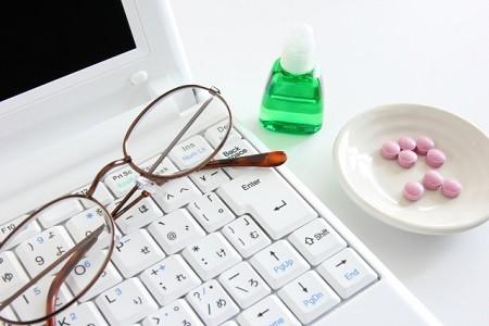 近視の人に処方される眼鏡は過矯正が多く、かけ続けると視力が悪化し度がどんどん進む!