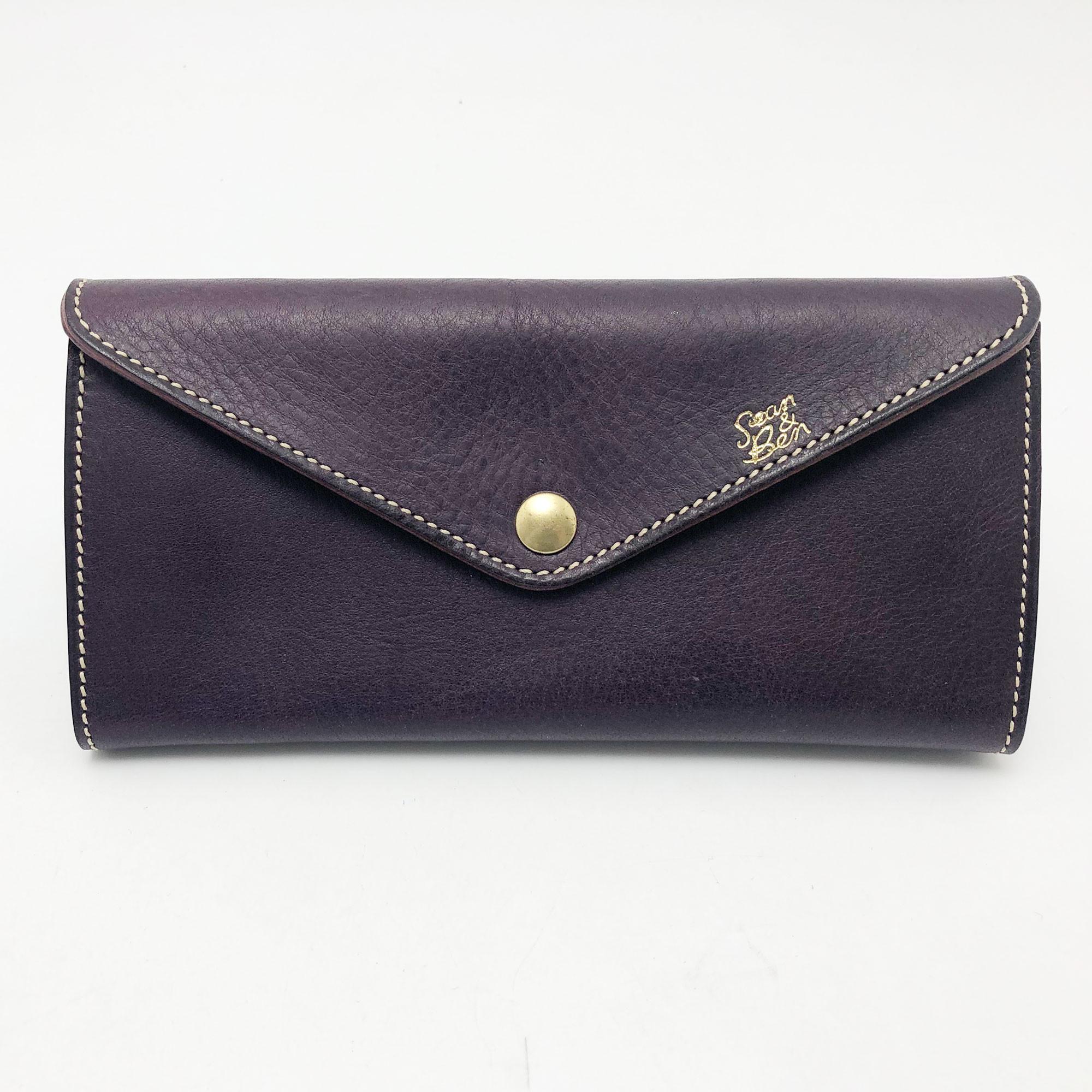 バッグ要らずの収納スペース。 これ一つで出かけられる クラッチバッグのような財布です。