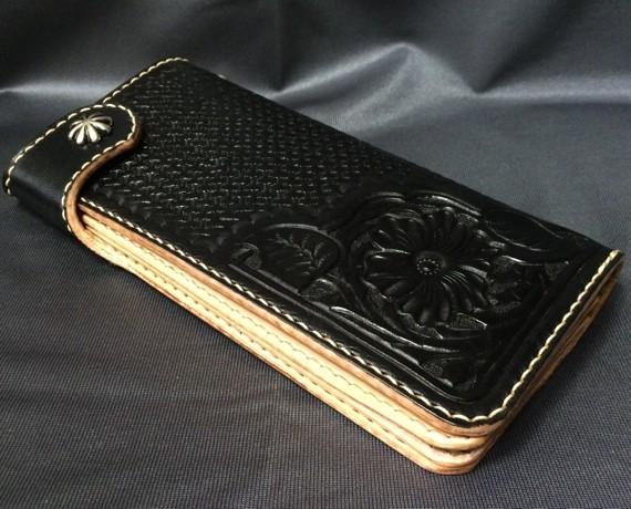 手縫いの本革製カービング長財布