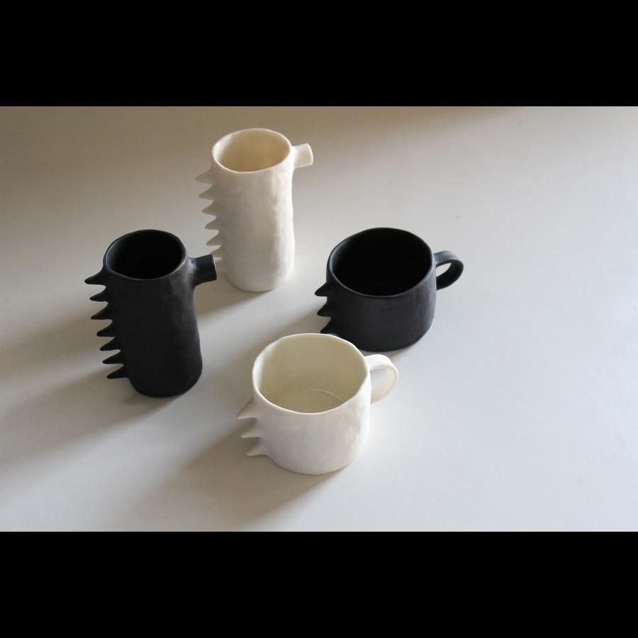 日本初上陸!白と黒のアートな器でコーヒータイムを楽しむ【Kira Ni Ceramics】