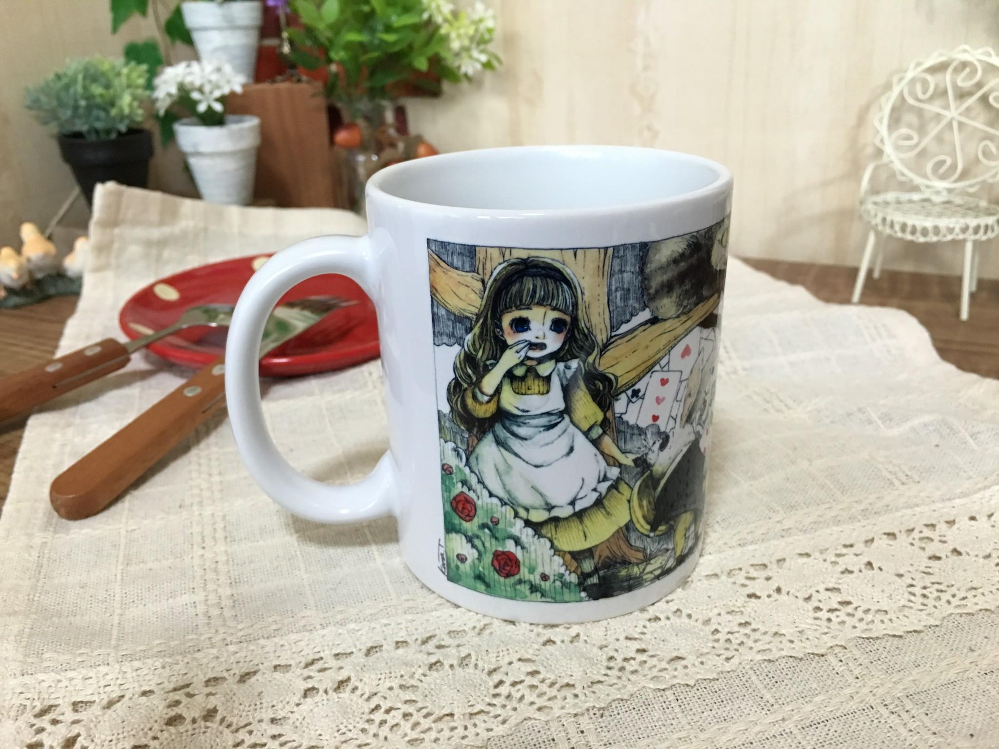 寒い季節にホッと一息♪不思議の国のアリスマグカップ